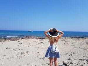 plecak_worek_grecja_plaża_latarnia_morska